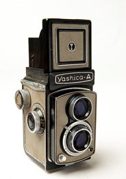 YASHICA A GRIS